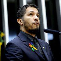 Deputado Jean Wyllys sofre ameaça de morte por defender direitos LGBT