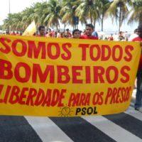 Manifestação a favor dos bombeiros reúne milhares em Copacabana