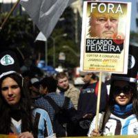 Contra a corrupção jogamos Juntos! #ForaRicardoTeixeira une gremistas e colorados em Porto Alegre