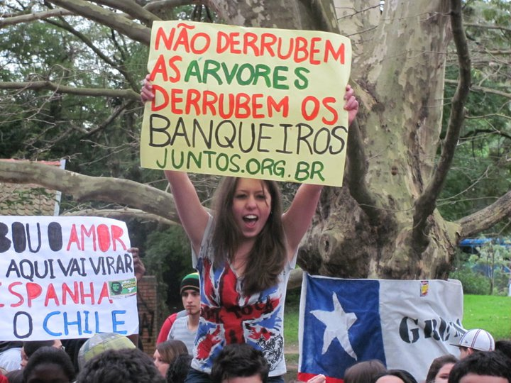 Ato em apoio aos estudantes chilenos em Porto Alegre
