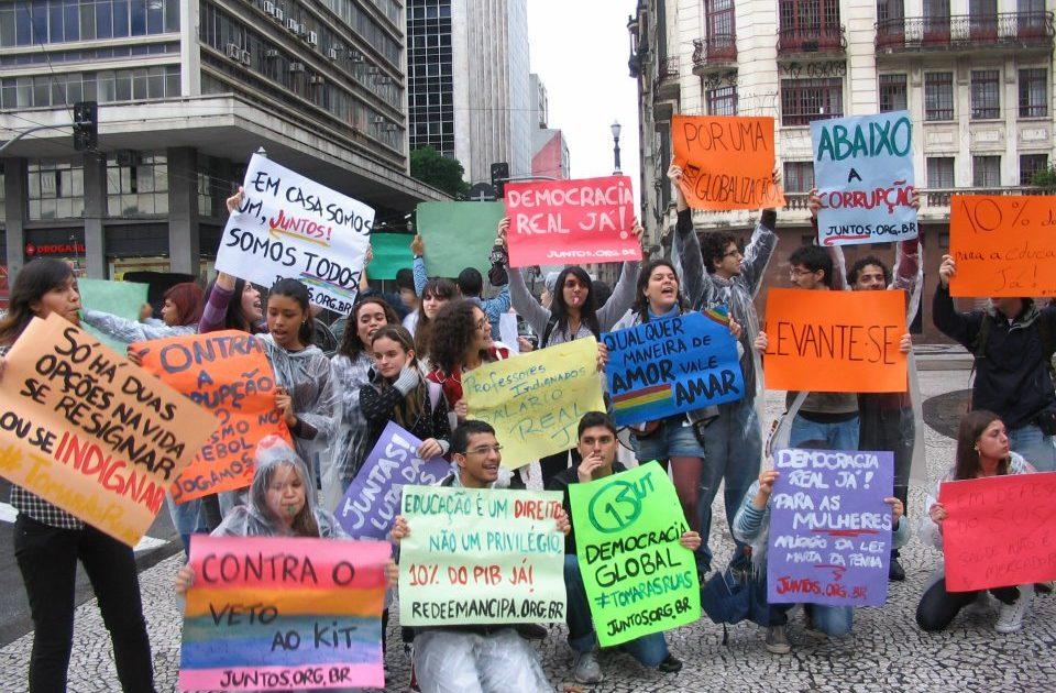 Em São Paulo, 200 manifestantes do 15.O acampam no Vale do Anhangabaú