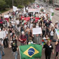 Porto Alegre é ocupada por gritos diferentes e uma indignação comum