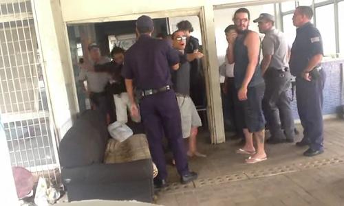 Vídeo: Policial militar agride estudante da USP