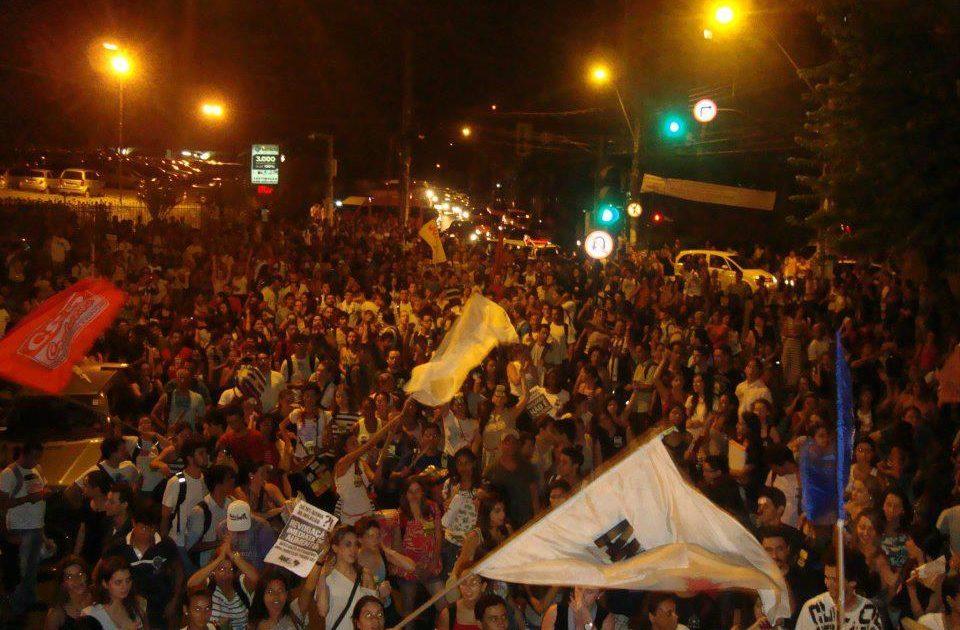 Mais um dia na PUC Minas – 4000 estudantes indignados contra o aumento!