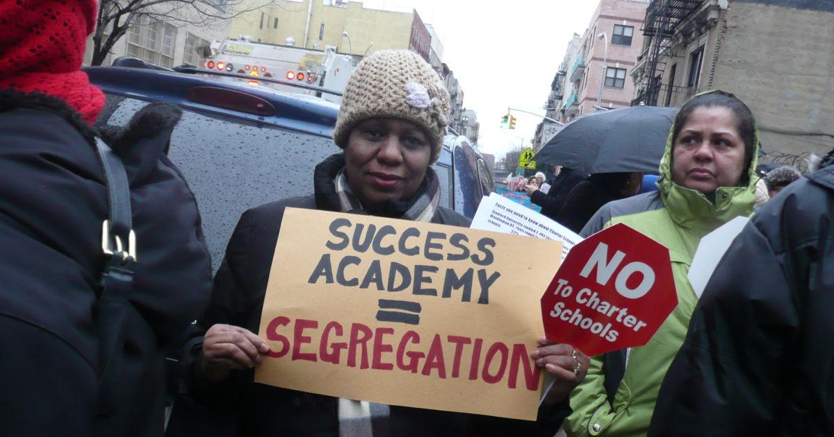 Em Nova Iorque, respostas aos ataques contra a educação pública que acontecem no mundo todo