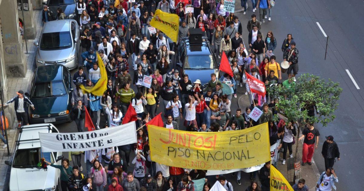 Dia do estudante em Porto Alegre: estudante na rua!