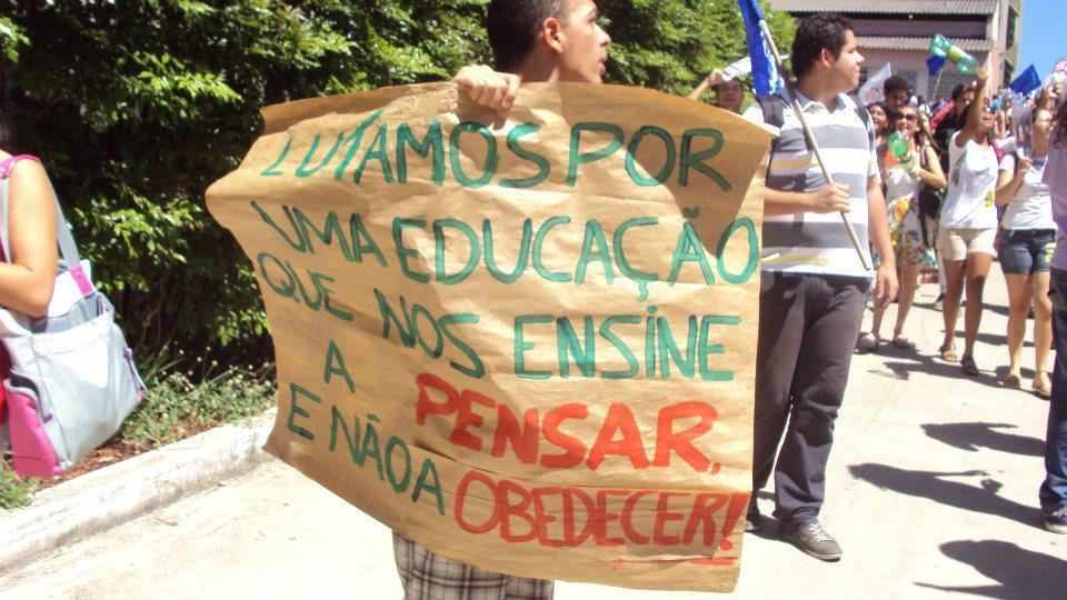 Aos estudantes da PUC Minas