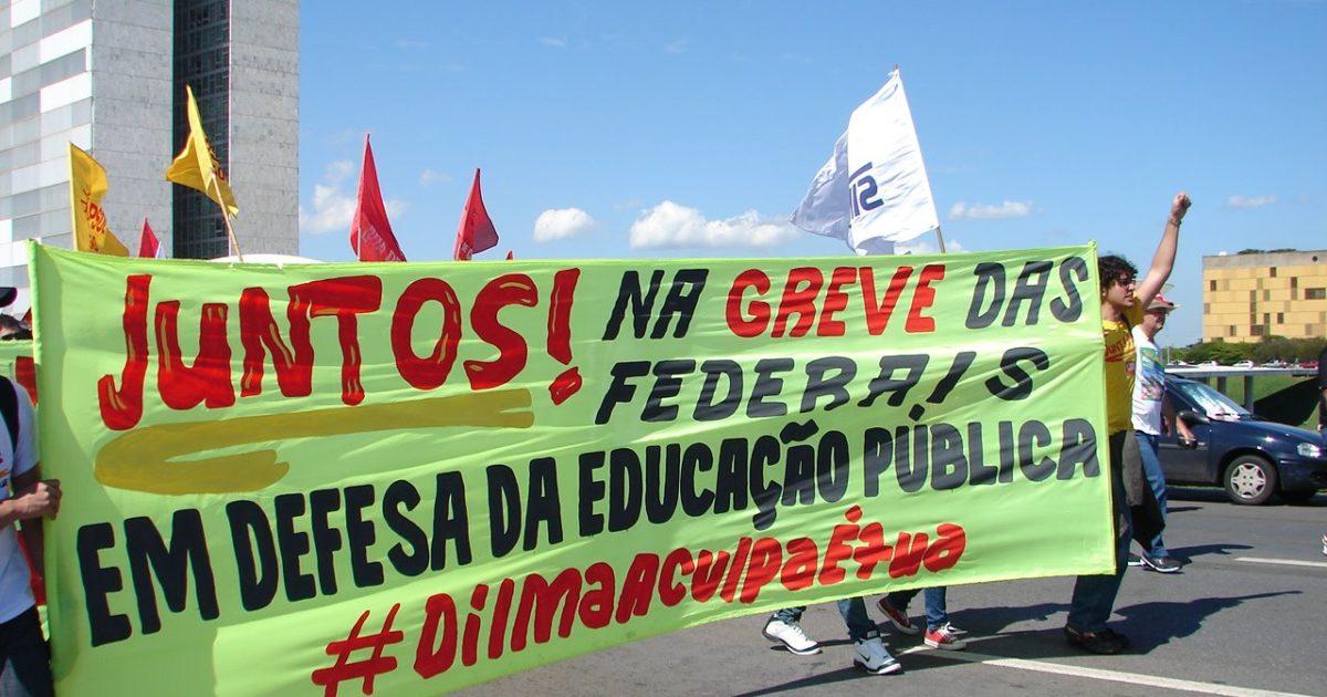 Indignados em defesa da educação: a greve nas federais é nossa trincheira!