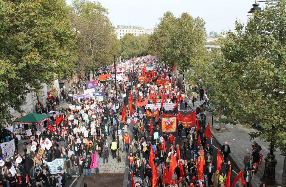 Em Londres, jovens lutam contra os planos de austeridade, por emprego e outro futuro