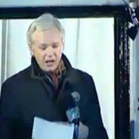 Julian Assange realiza discurso de natal em Londres