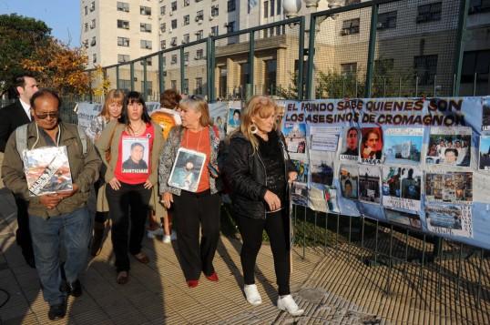 Pais das vítimas do massacre de Cromañón ainda lutam por justiça
