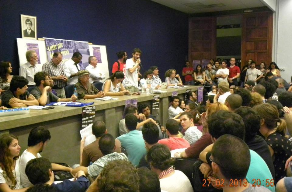 Ato-público reúne 1000 estudantes durante calourada da USP!
