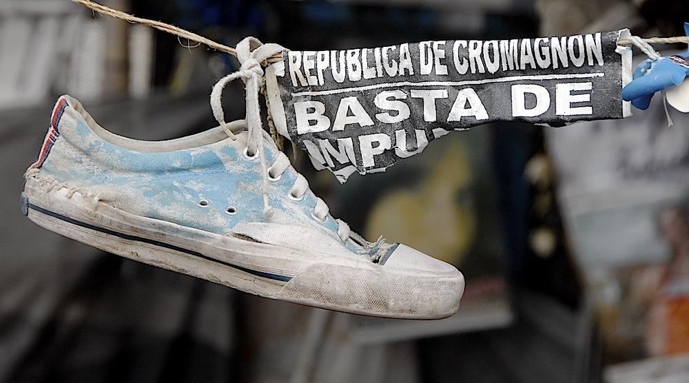 Jovens argentinos prestam solidariedade às famílias dos jovens de Santa Maria