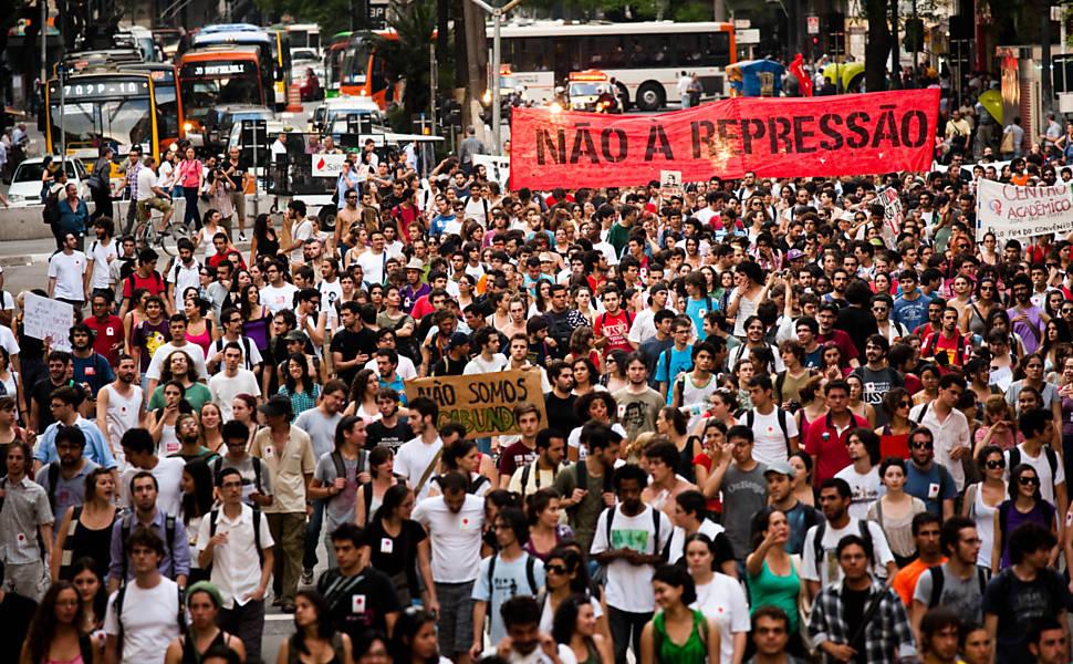 Os ataques aos estudantes não passarão! Lutar não é crime.