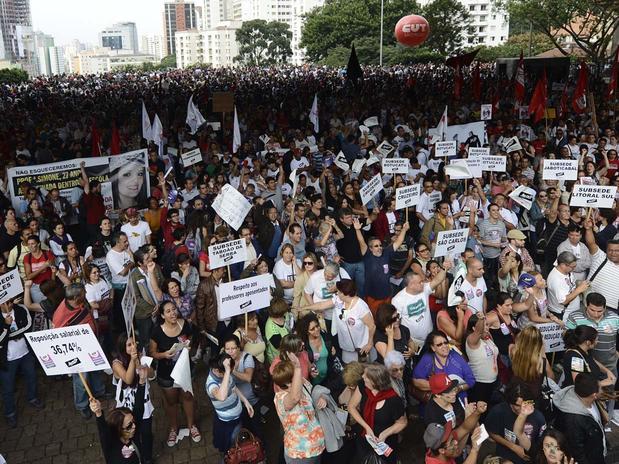 Nota em apoio à greve dos professores. Educadores e educandos juntos!