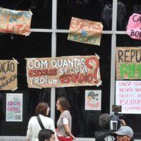 Estudantes ocupam reitoria da UNESP por mais permanência