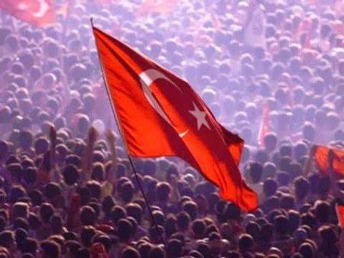 A Turquia também é aqui: entrevista com Serkan Özkan