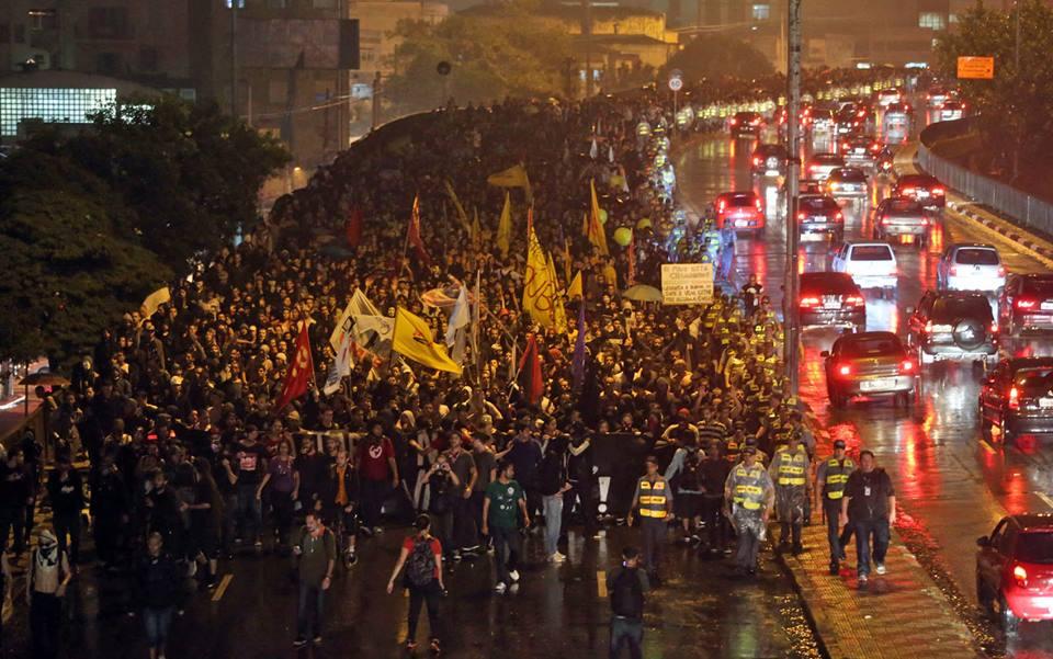 Das redes e ruas, a passagem para a luta política