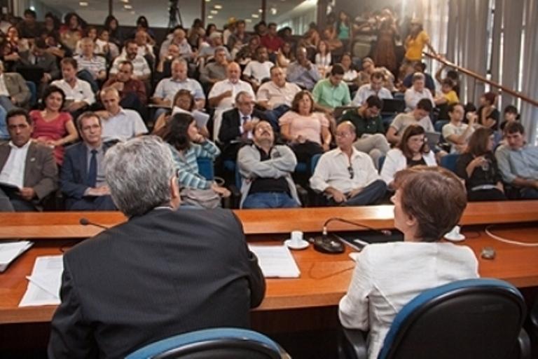 Revivendo os tempos de ditadura: você sabe quem administra o patrimônio da UnB?