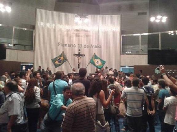 A Assembleia Legislativa do Ceará está ocupada: Negocia CID