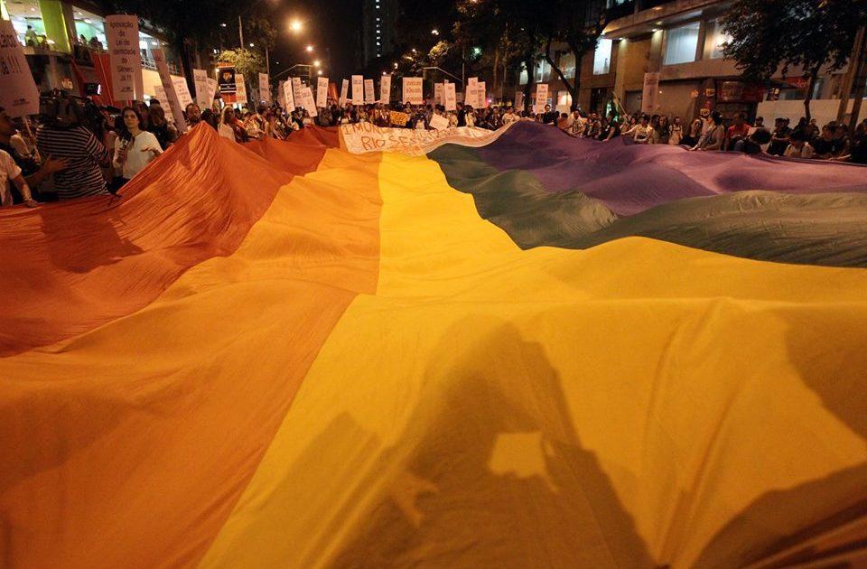 Sobre a reportagem homotransfóbica da Folha