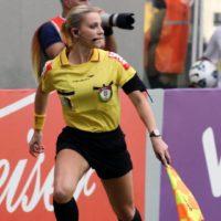 Fernanda errou. Quem mandou se meter com futebol?