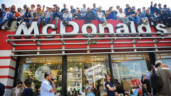 Mundial de Futebol: Sindicatos e associações criticam patrocínio da McDonald's