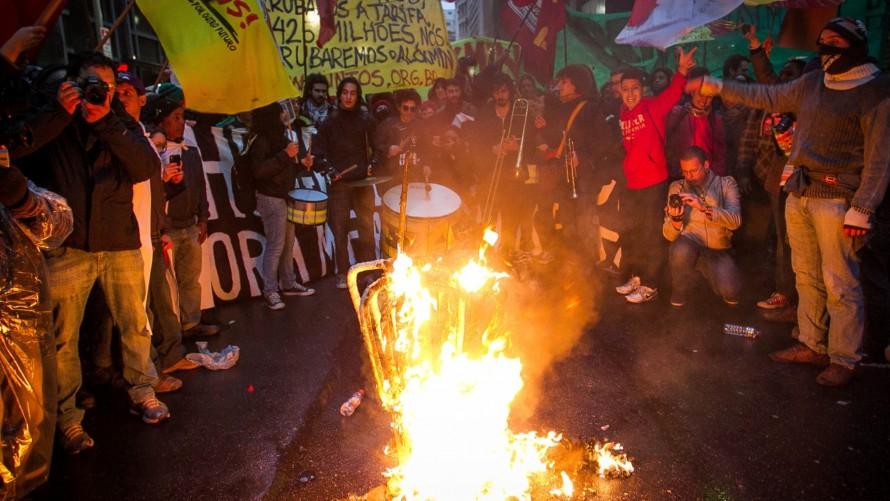 A juventude que derrubou a tarifa vai liberar as catracas do Metrô para a população!