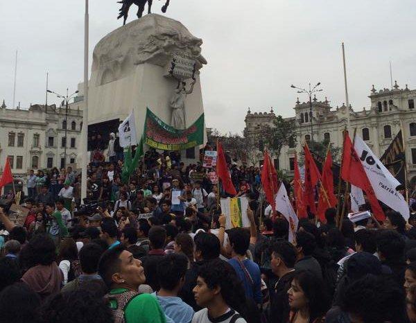 PERU: Contra a precarização do trabalho, a juventude peruana sai às ruas