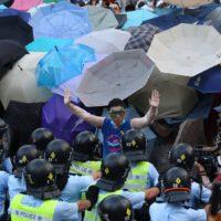 """Solidariedade aos jovens de Hong Kong: a """"Revolta do Guarda-chuva"""" não acabou."""
