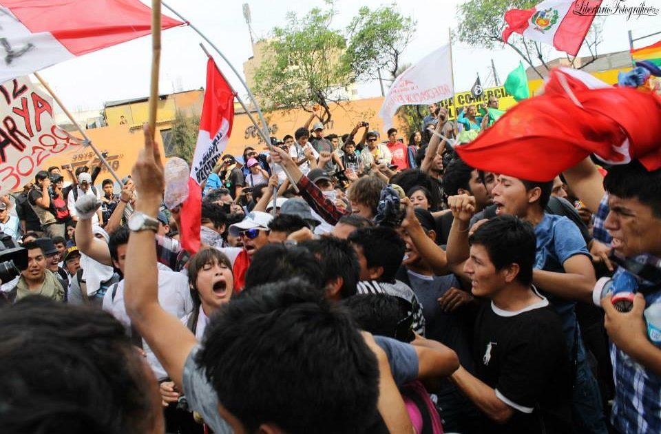 PERU: Jovens derrotam o governo e barram a retirada de direitos