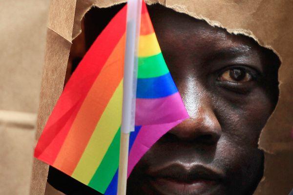 Negros e LGBTs: Nossa Luta é Contra o Sistema!