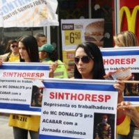 Trabalhadores do McDonald's se mobilizam por mais direitos em SP!