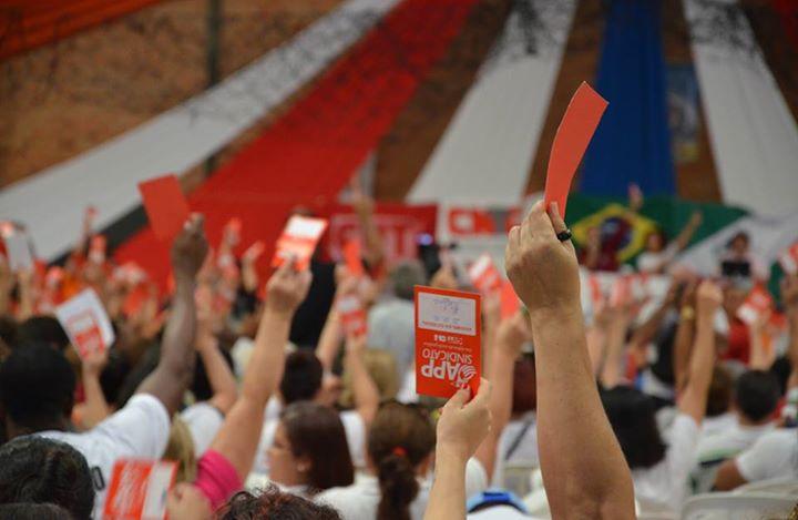 Professores retomam a greve no Paraná