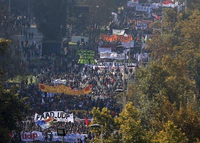 14-M no Chile: Gigantescos protestos em defesa da Educação e noite de luto