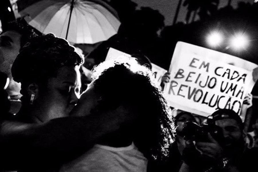 Visibilidade Lésbica: Em cada beijo, uma revolução!