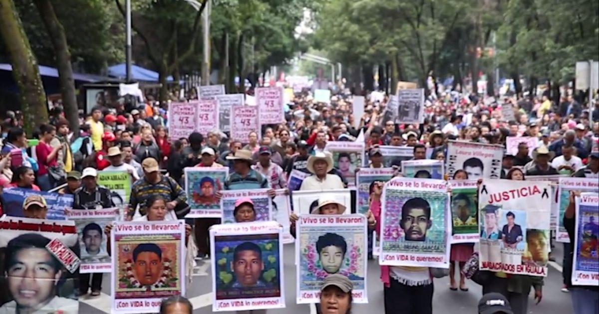 Ayotzinapa vive! Há um ano nos faltam os 43