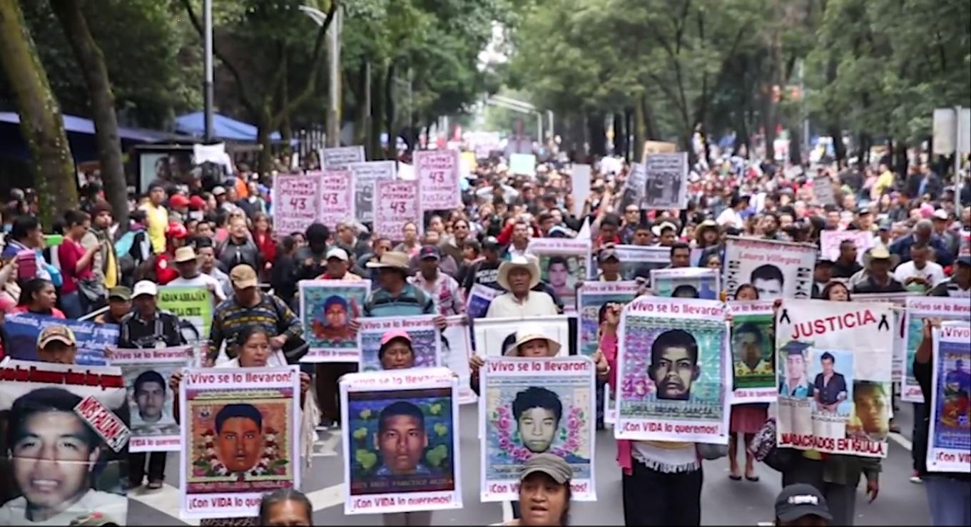Caminhada na Ciudad de Mexico relembrou os 43 e exigiu justiça