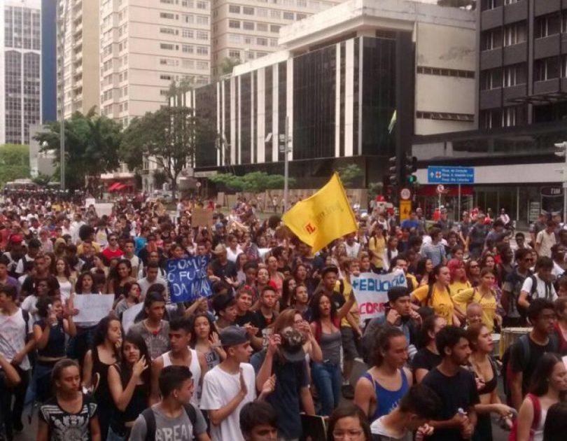 #NãoFecheMinhaEscola – Os estudantes de São Paulo vão barrar a Reorganização