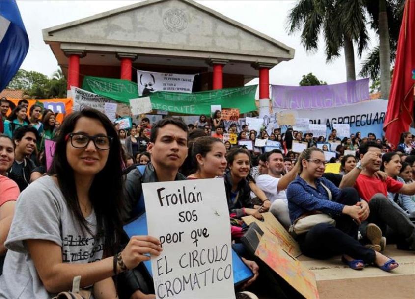 Paraguai: Entrevista com estudantes do #UNANoTeCalles