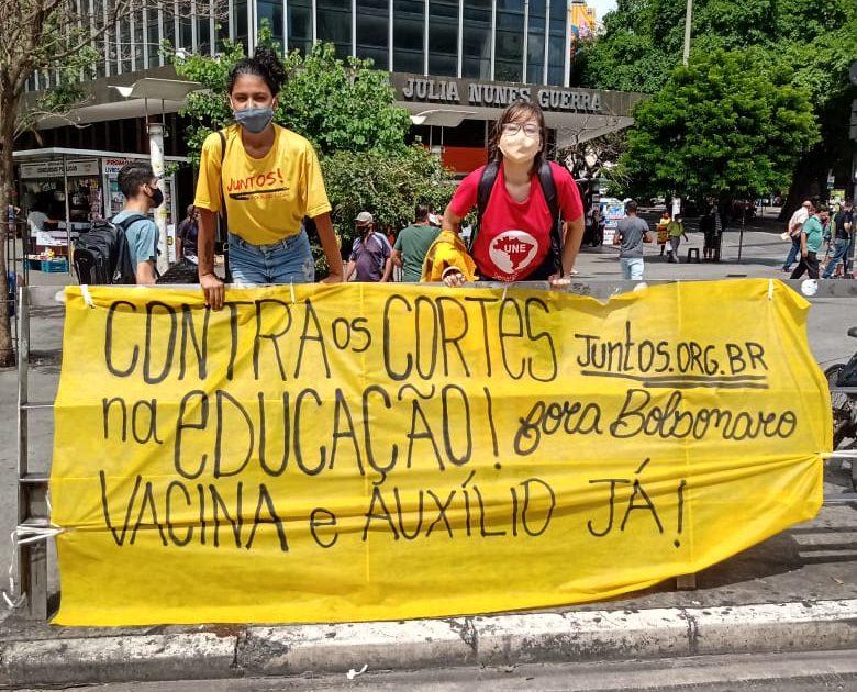 25 de fevereiro: a luta contra os cortes e pela vacina tomou o Brasil