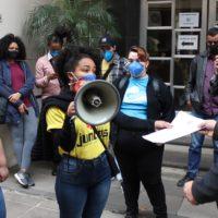 Estudantes da UFRGS protestam contra desligamento de cotistas