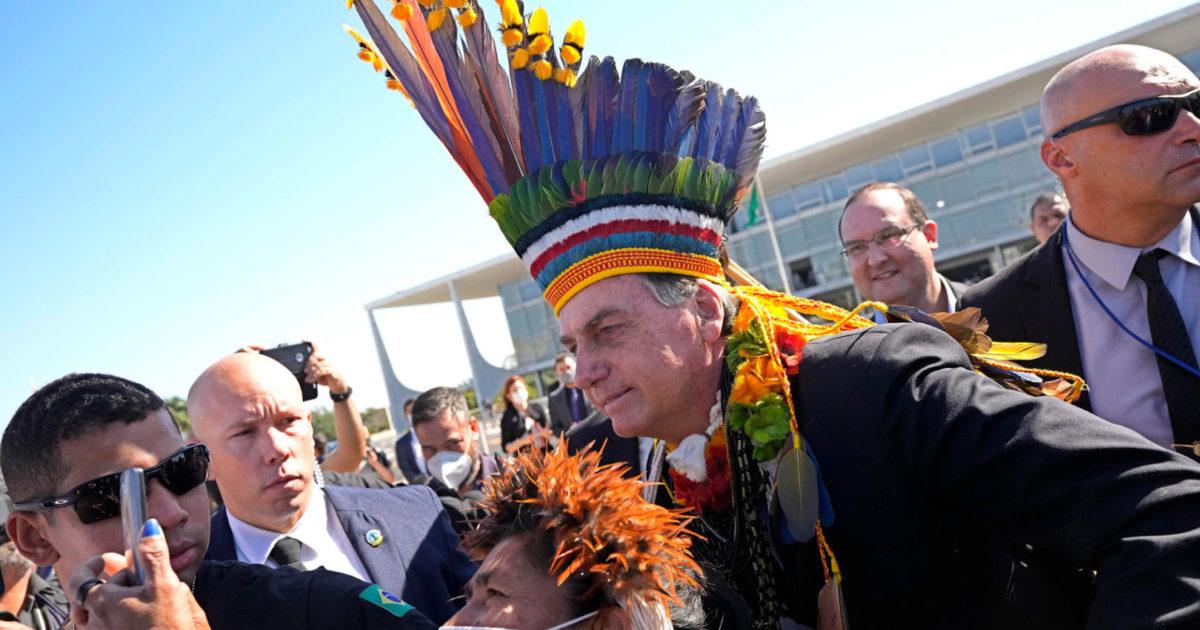 Bolsonaro não representa os povos indígenas, ele é nosso inimigo!