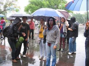 Juntos! debaixo da chuva no Largo São Bento