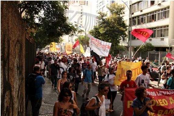 Ato durante o processo de licitação do Maracanã em frente ao Palácio Guanabara.
