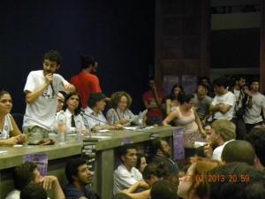 Intervenção do DCE da USP no ato-público durante a Calourada Unificada de 2013