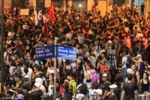 Milhares de manifestantes tomam as ruas
