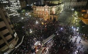 Concentração do ato em frente ao Teatro de São Paulo, 14 de junho