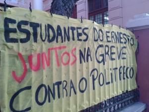 Estudantes da Escola Ernesto Dorneles (Porto Alegre) apoiam a greve dos professores e contra a Reforma do Ensino Médio