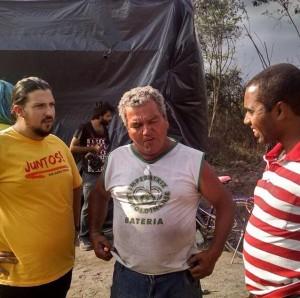 Pedro Heman, do Juntos, Eduardo e Prof Josemar prestando sua solidariedade à ocupação.